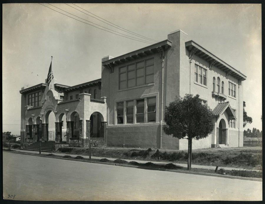 Burlingame's historic Howard Avenue School in 1915, captured by A.G.C Hahn.