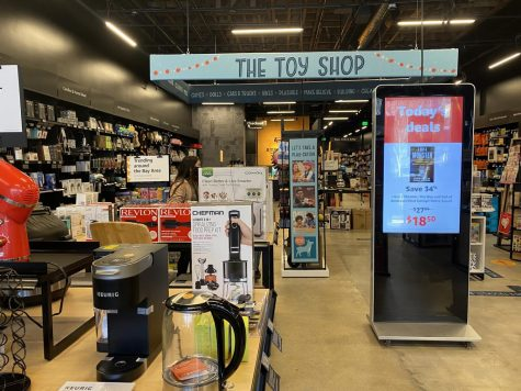 The Amazon 4-Star Store on Burlingame Avenue advertises trends and highly-rated products.
