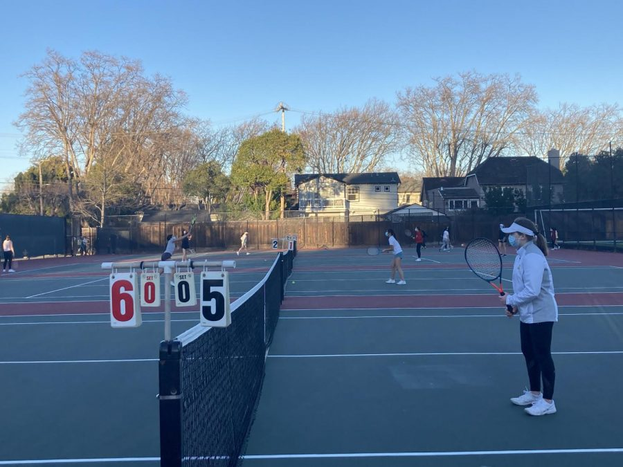Girls tennis bounces back onto the court